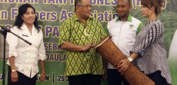 Yan Mandenas Pimpin Ketua HKTI Papua